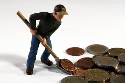 Arbeiter, Geld, Stolperfalle für Arbeitgeber im Baugewerbe: Beitrag zu Sozialkassen Bau