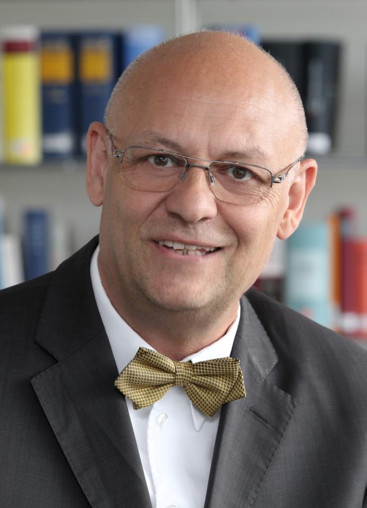 Rechtsanwalt Dr. Peter Meides, Frankfurt, Fachanwalt Arbeitsrecht, Fachanwalt Steuerrecht.