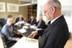 Gesellschaftsrecht: Beratung GmbH-Geschäftsführer, Vorstand und Aufsichtsrat der Aktiengesellschaft, Fachanwalt - Recht (056)