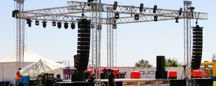 Aufbau mobiler Bühnen und Tribünen, Soka Gerüst